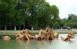 Один из многочисленных фонтанов Château de Versailles