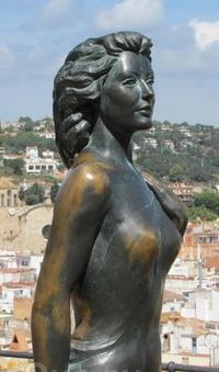 Статуя актрисы Евы Гарднер