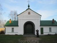 На выходе из монастыря