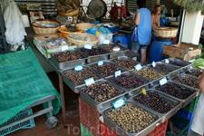 Оливки на рынке в Керкире