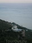 вот  такой маленькой  выглядит Фороская  церковь со смотровой площадки Байдарских ворот. Мы поднялись выше на ... метров