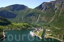 Поселок Флом в вершине Аурландс-фьорда. Foto: Innovation Norway