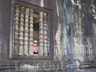 Ангкор ват, девица в окошке
