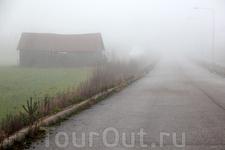 Дом у дороги... туман...