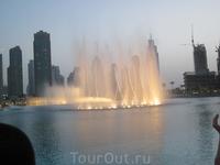 Знаменитые Дубайские поющие фонтаны.