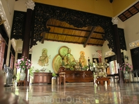 Будда в основном храме.