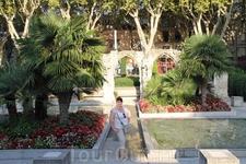 Небольшой сад за церковью Сан-Агриколь