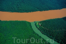 Слияние реки Уругвай и ее притока