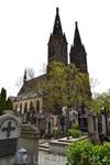 Вид на базилику Петра и Павла со стороны Вышеградского кладбища, Прага
