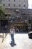 На автобусной парковке, за спиной  площадка,где расположены зал дегустации вин,сувенирные лавки и лестница в город.  Кстати,о дегустации,можно купить не ...