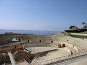 Огромное пространство Амфитеатра открывается перед тобой как-то сразу и ты невольно сдерживаешь вздох восторга. Как все-таки могли так строить древние ...