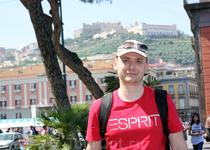 На заднем плане - Замок Сант-Э́льмо (итал. Castel Sant'Elmo)