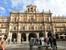 La Plaza Mayor Саламанки по праву считается одной из самых красивых площадей в Испании. Окруженная зданиями теплого цвета с искусной ювелирной резьбой по камню она заставляет биться сильнее сердца, вл
