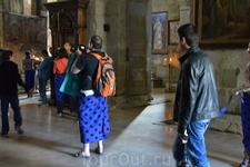Кафедральный собор Светицховели. На входе выдают что то типа юбок,для тех,кто в шортах