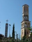 А тут видны православная колокольня и католический храм вдалеке