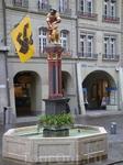 подобные фонтаны распространены по всей Швейцарии. Что удивительно, из всех фонтанов круглосуточно бежит вода, даже зимой, даже в мороз.