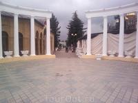 Портал у входа на бульвар на пр. Кирова - напротив Цветника