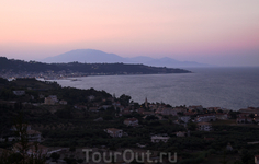 о. Закинтос.  Вид из Аргасси на вечернюю столицу острова..