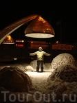 Удивительные фонари на центральной площади города. Особенно они очень эффектно смотрятся зимними ночами, накрытые снегом.