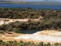 Красота Таманского полуострова. Вид с высоты старого песчаного карьера-маленькое озеро