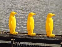 Скульптура «Марш пингвинов через реку Влтаву»