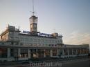 """В настоящее время в здании речного вокзала располагается администрация ОАО """"Судоходная компания «Волжское пароходство»"""