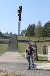 """Мемориал """"Партизанская слава"""" сразу перед Лугой. Красивое и памятное место."""