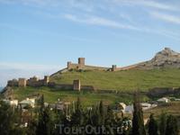 Генуэзская крепость. День.