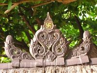 Нужно сказать, что балийцы очень ярые национальсты - свастики у них на каждом заборе