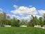 Удивительно умиротворяющее место. Мне казалось, что я могла бы и в сады не ходить, а просто посидеть здесь на скамейке, глядя на лужайку перед дворцом и любуясь высоким синим небом.