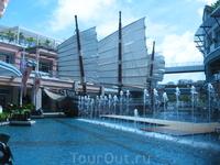 корабль в торговом центре Jung Ceylon
