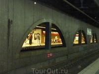 Барселонское метро - не роскошь, а средство передвижения.