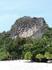Иногда попадаются вот такие отвесные и суровые скалы, окруженные непроходимыми мангровыми лесами.