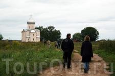 Дорога к храму. Це́рковь Спа́са на Нере́дице. 1198 год. Памятник ЮНЕСКО
