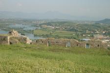Албания. Остатки древних крепостных стен недалеко от г.Шкодер