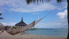 А после завтрака можно полежать в гамаке на пляже
