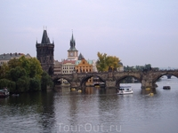 Ка́рлов мост — мост в Праге через реку Влтава, соединяет районы Праги Малая Страна, и Старе Место. Построен в эпоху Средневековья. На мосту расположены ...