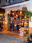 светильников продается великое множество... светильники из кокоса, раковин - все хотелось купить