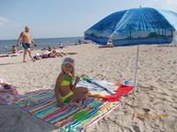 Моя дочка на городском пляже