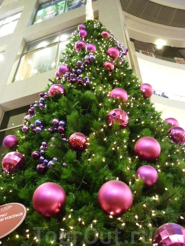 торговый центр украшен к европейскому новому году
