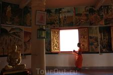 На первом уровне храма