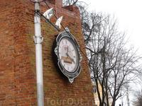 Часы, которые отмечают время оставшееся до юбилея города