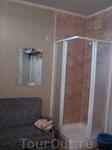 Чистенько. Телевизор. Душ в номере.  Есть кухня (общая). Туалет в коридоре (на 3 посадочных места).