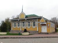Здесь же, на Успенской площади находится музей городского быта.  В музее можно познакомиться с бытом, нравами и традициями жителей старинного Углича, увидеть ...