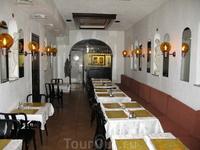Посетили ресторан, в котором подрабатывает наша знакомая. Это самый первый ресторан, который был открыт в этом городе.