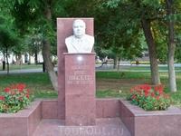 Памятник герою России Угрюмову