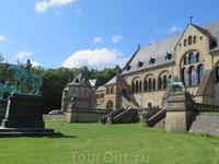 Замок в Госларе тоже нашелся. Во время нашего посещения там как раз начиналась свадебная церемония
