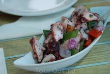 Кухня Тенерифе. салат с осьминожек.
