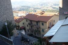 Жилые  дома на нижнем  ярусе  улиц Сан-Марино.