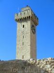 Мы направлялись к башне, которая как и las Casas Colgadas считается символом Куэнки. Это сторожевая башня Мангана (La Torre Mangana). Башня стоит в том месте, где раньше находилась арабская крепость -